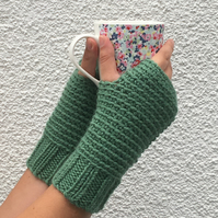 FINGERLESS MITTS. Wool , alpaca  blend. Ladies M  .'  Ivy' . Green
