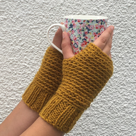 FINGERLESS MITTS. Wool , alpaca  blend. Ladies S-M  .'  Old Gold'