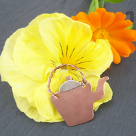 Kettle Brooch in copper