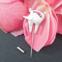Cat pin in sterling silver