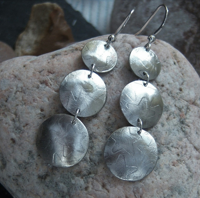 Circle earrings in etched pewter