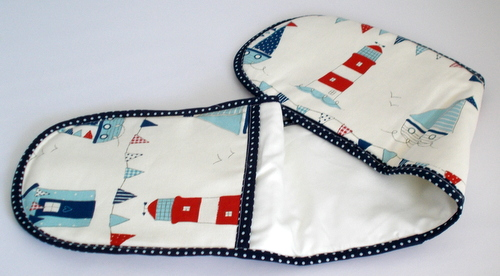Double oven glove with sail boat