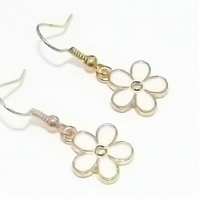 Pretty Enamel Daisy White earrings. Gold Plate. Drop Dangle earrings.