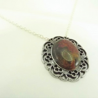 Agate Pendant. Antique silver tone Cameo Setting Necklace.