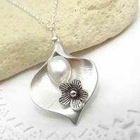 Calla Lily and Daisy Pearl Charm Necklace in Silver Plate