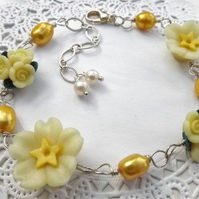 Primrose and Pearl Flower Bracelet. Yellow Flower beaded bracelet. Adjustable