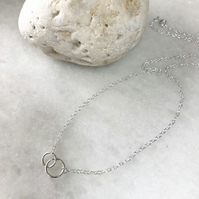 Minimalist style sterling silver interlocking circle necklace