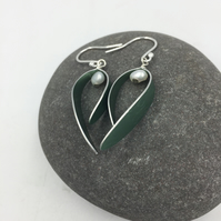 Anodised aluminium'Berry' earrings in soft green with pearl.
