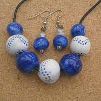 Blue and white necklace and earrings set with ceramic beads, Jewellery set, 2t