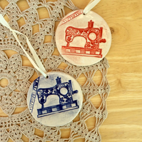 Red sewing machine hanging ornament - ceramic wall home decor 1LL