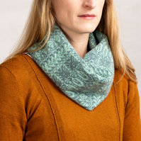 Soft lambswool snood Nature inspired