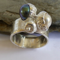 Pearl and sterling silver wide ring silver acorns white peacock size P