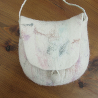 White shoulder bag. White felt merino wool with pink and turquoise highlights