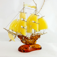 UNIQUE Hand Crafted Baltic Amber Ship Model