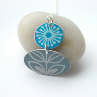 Folk art flower necklace in blue