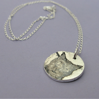 Fine silver cat necklace