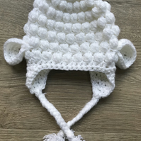 Little lamb cosy bobble hat