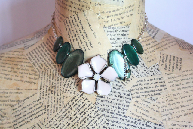 Green Oval Bead Metal Flower Statement Necklace