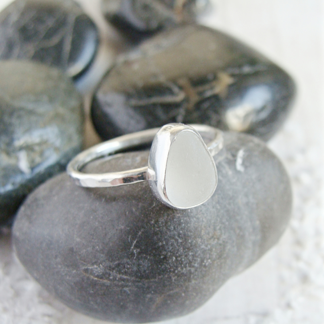 Hammered Sterling Silver Clear Frosted Seaham Sea Glass Stacking Ring Size P