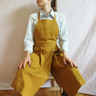 Potters apron, canvas pleated pinafore, split leg, pockets. Mustard No14:2