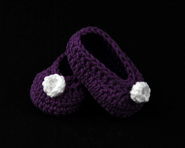 Crochet Baby Shoes with flower detail