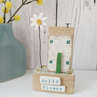 Little House with Clay Daisy 'Hello Flower'