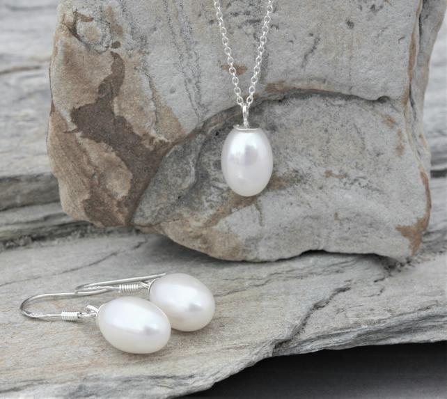 Freshwater Pearl Drop Pendant And Earrings Set