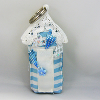 Beach hut keyring  (blue stripe with bunting)