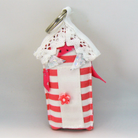 Beach hut keyring  (pink stripe with bunting)