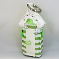 Beach hut keyring  (green stripe with bunting)