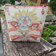 Upcycled make up bag 180E