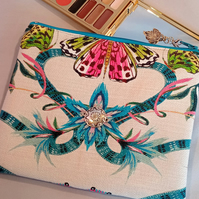 Upcycled make up bag 193E