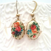 Dainty Floral Cabachon Earrings