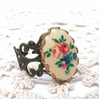 Floral Cabachon Ring...