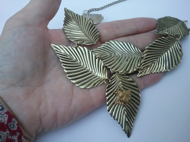 Leafy Bee Necklace
