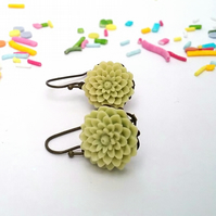 Flower cabochon earrings...