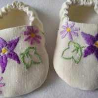 Soft linen flowery baby shoes with purple vintage embroidery 3 - 6 months