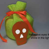 Free P&P. Reusable gift bag & skull tag with reflective eyes