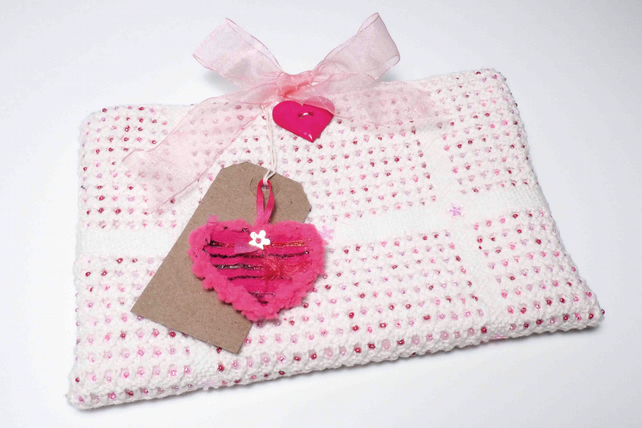 Free P&P. Gift bag with heart keepsake & gift tag