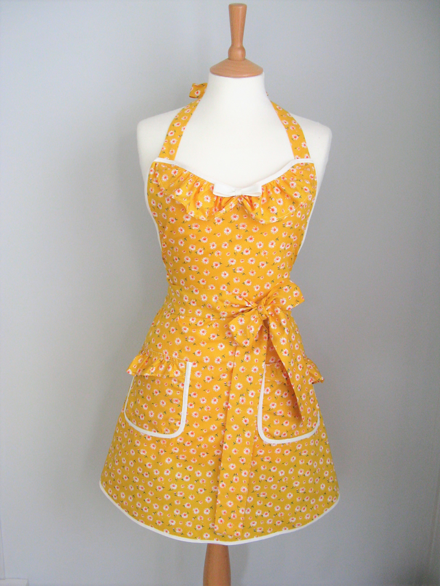 Yellow Daisy Apron, Womens Apron, Pretty Apron Gift