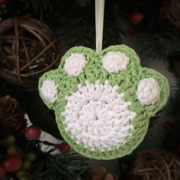 Crochet Paw Print Hanging Decoration (green & white)