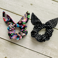 Two pack scrunchies - Skulls & Black dots