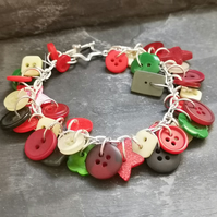 Festive red and green button bracelet with star toggle clasp, glittery buttons