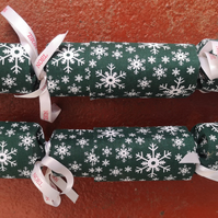 Homemade Christmas crackers, Green, white and red (3)