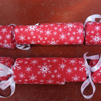Homemade Christmas crackers, Red with white snowflakes (5)