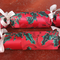 Homemade Christmas crackers, Red, with green holly and glitter (7)