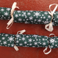 Homemade Christmas crackers, Green with White snowflakes (18)