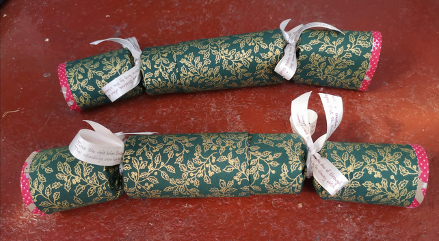 Homemade Christmas crackers, Green with Gold Holly (19)
