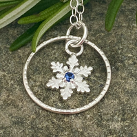 Snowflake Circle Necklace in Silver Sparkly drop Pendant W&F