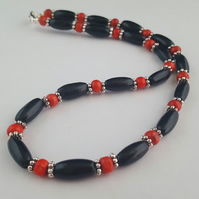 Black and red wooden bead necklace - 1002453